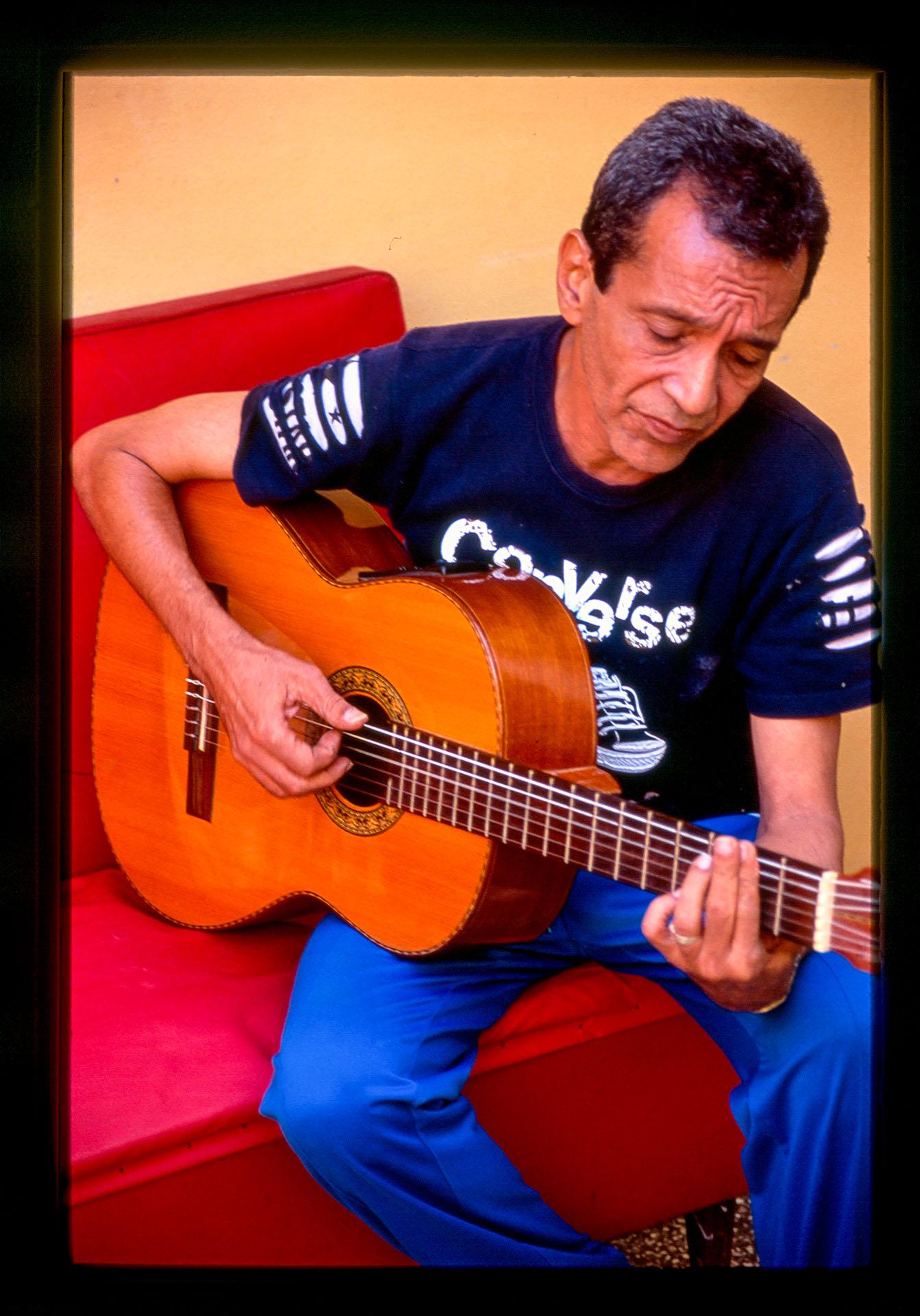 pedrito-guitar
